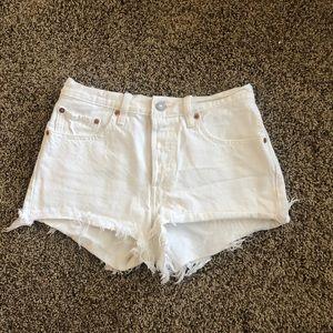 White Levi's shorts high waisted